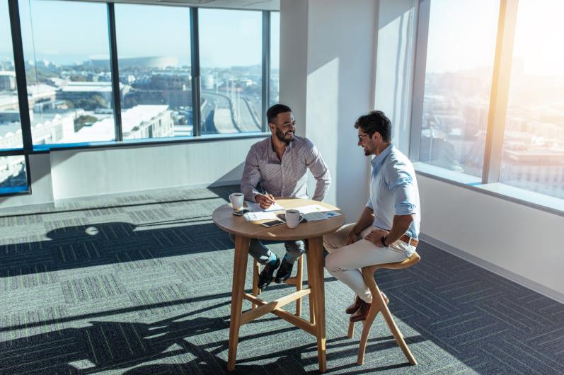 Geschäftsinvestoren, die Geschäft besprechen